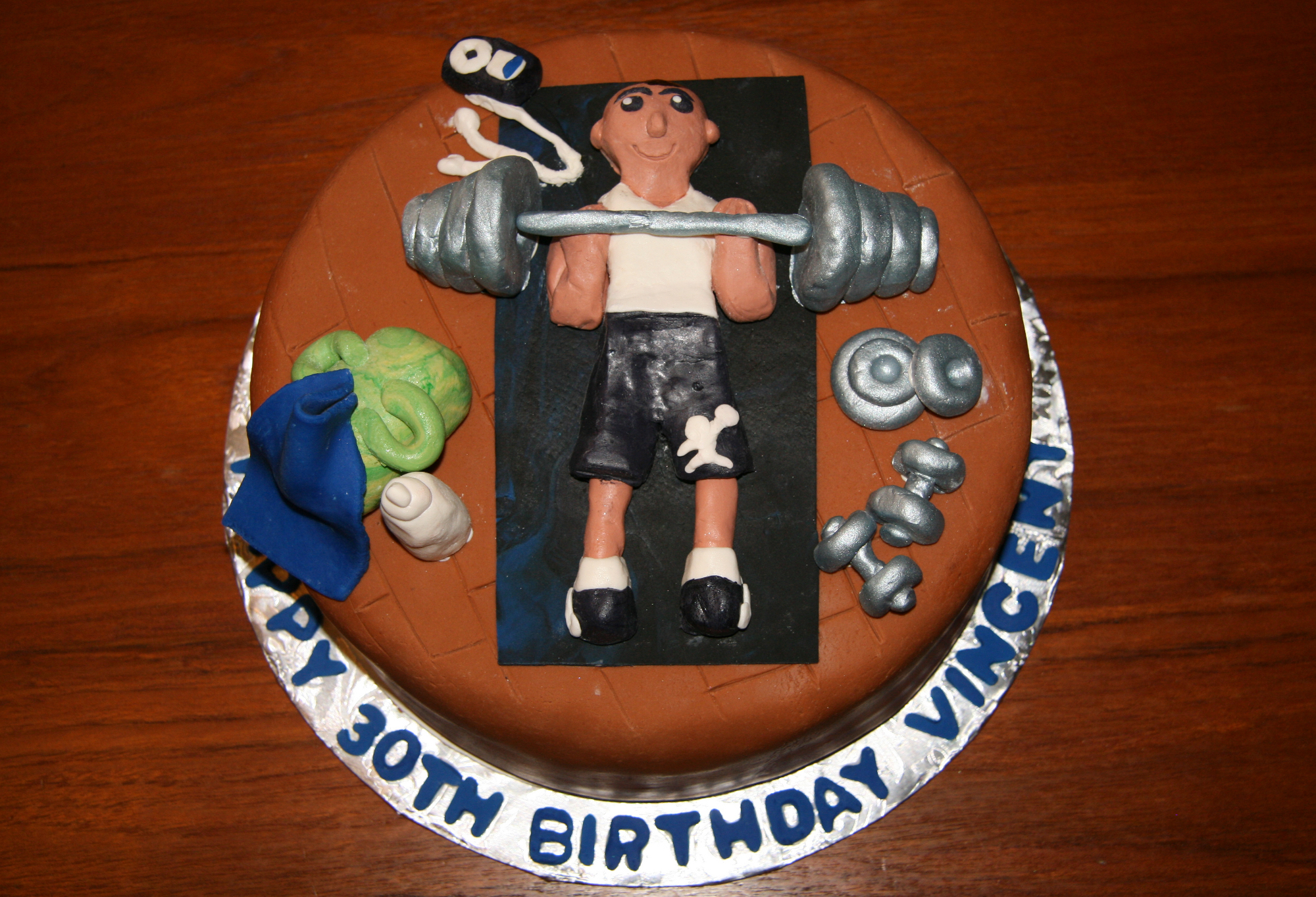 A Few Weeks Ago Friend Of The Family Hired Me To Make 30th Birthday Cake For Her Boyfriend He Likes Work Out So She Wanted Gym Themed